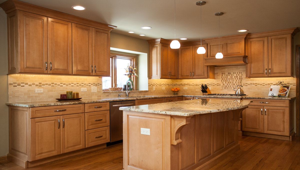 Custom amish cabinetry in breckenridge estates for Amish kitchen cabinets