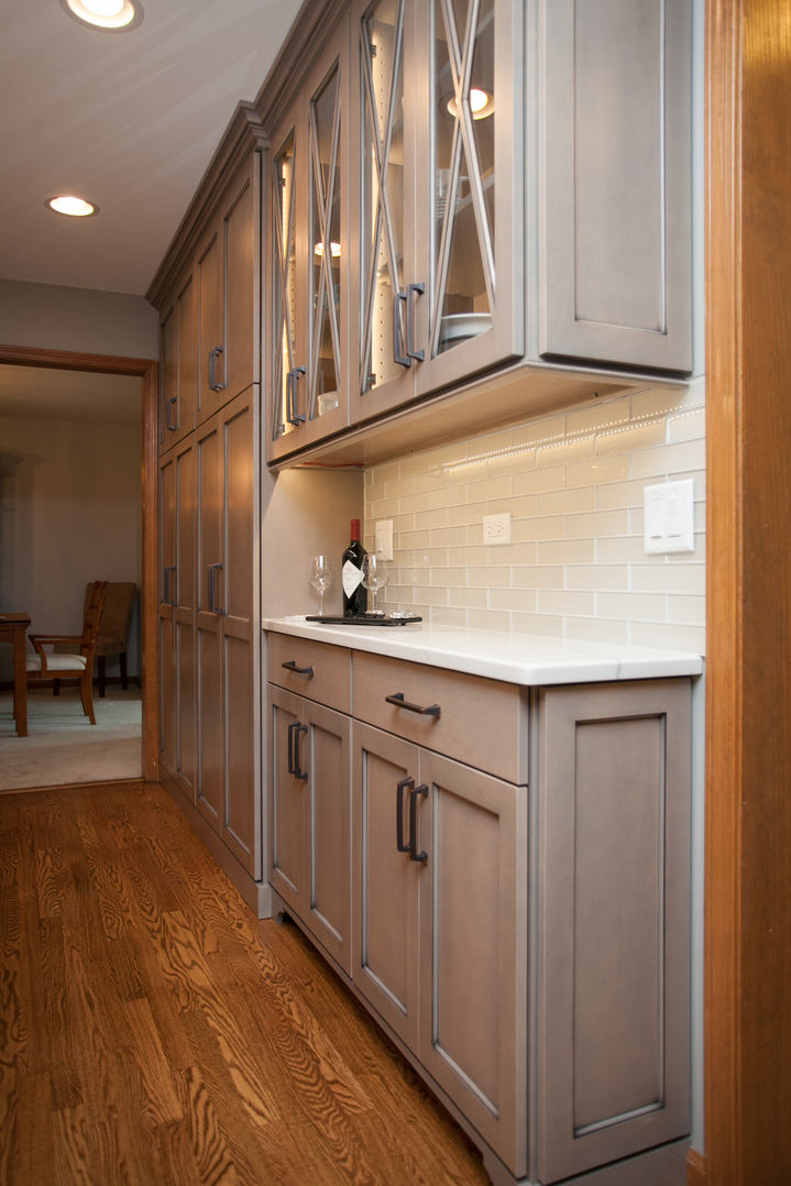 Narrow kitchen cabinet pull out shelves for bathroom for Slim depth kitchen units